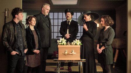 觀賞兩個約定與一場葬禮。第 5 季第 6 集。