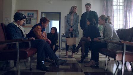觀賞第 14 章:死前之吻。第 2 季第 1 集。